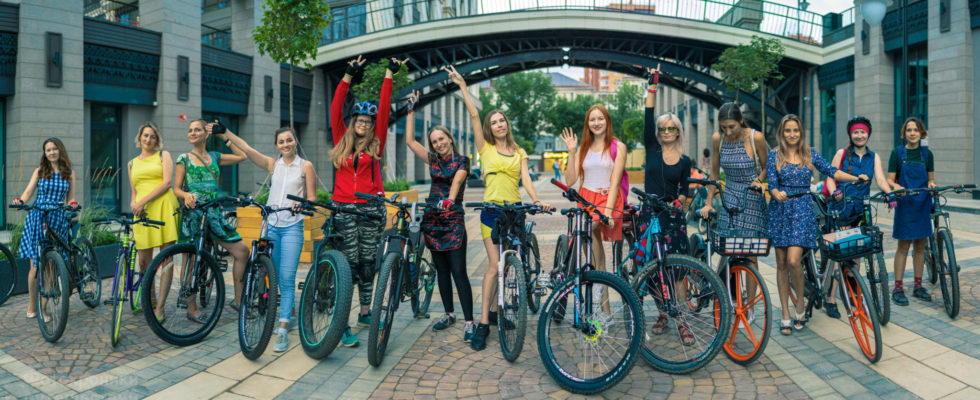 Портреты на улице. Велосипед там тоже был. :)